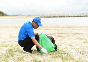 """กิจกรรมเก็บขยะชายหาดเนื่องในวันอนุรักษณ์ชายฝั่งสากล ประจำปี 2562 (ครั้งที่ 17) """"Pulling Our Weight"""""""